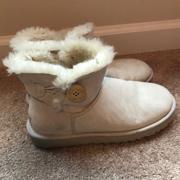 UGG Shoes - UGGs Bailey collection. Off white.
